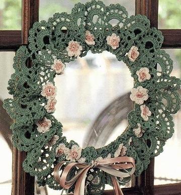 Вязанные новогодние венки