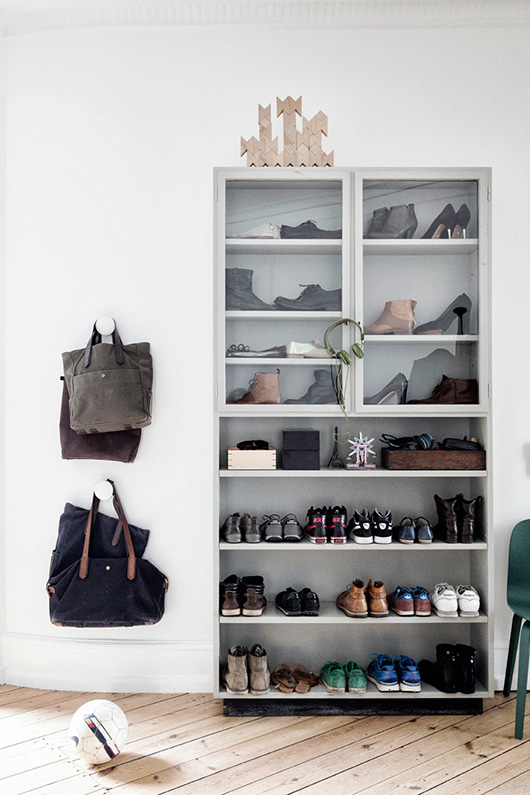 line-klein-photography-shoe-display