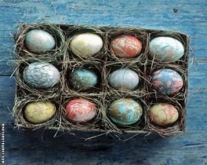 Оригинальный способ красить яйца